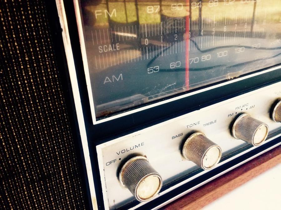 radio-964684_960_720.jpg